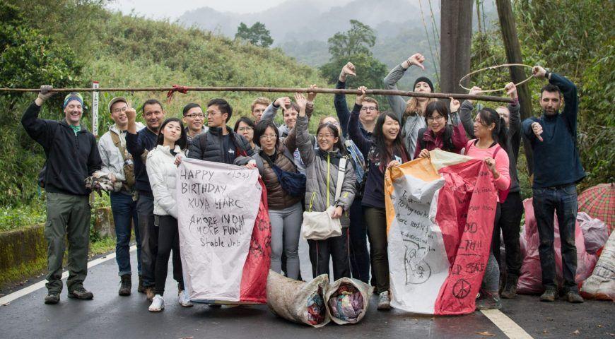 他们呼吁不要放天灯。Taiwan Adventure Outings