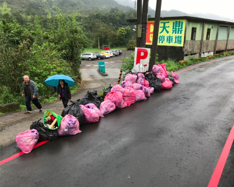 一次活动便捡出40袋、326公斤垃圾。Taiwan Adventure Outings