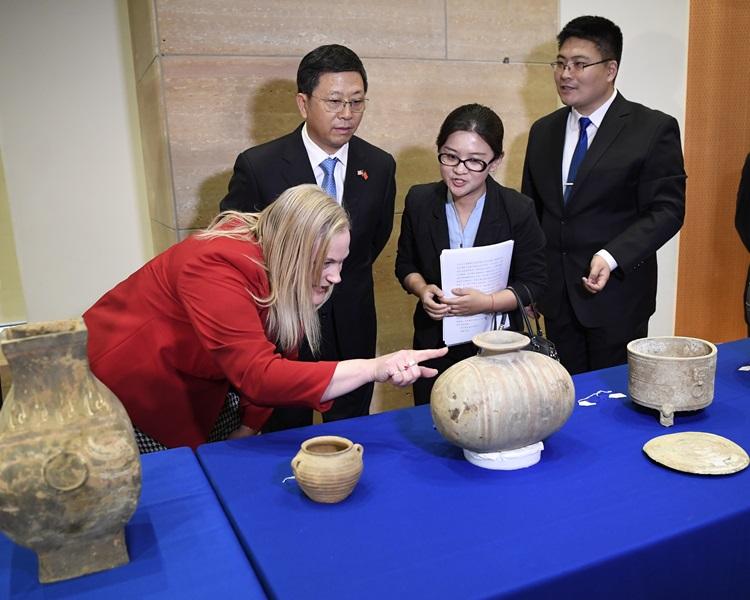 中美今日进行文物交接仪式。新华社
