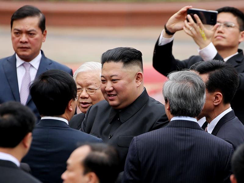 金正恩离开越南。