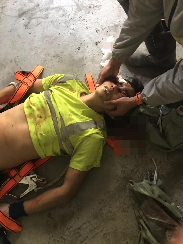 死者丁金望今晨在地盤內被木方擊中,送院後不治。