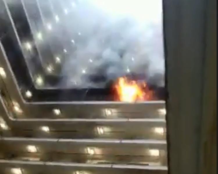 火勢一度燒至走廊。香港突發事故報料區 facebook