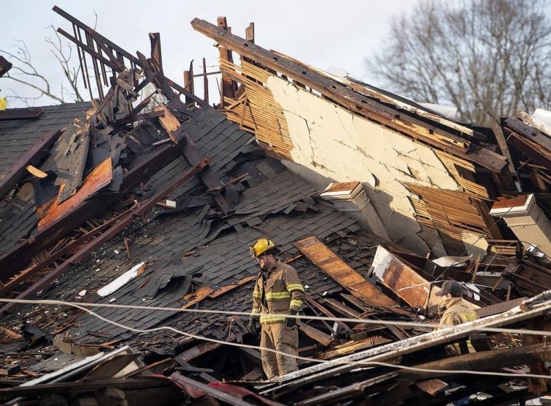 美国南部阿拉巴马州及佐治亚州受到龙捲风吹袭,多间房屋受到破坏,超过四万二千户无电力供应。