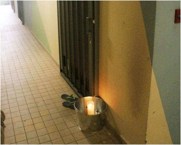 姓林貨車司機住所外放置有燃點的白蠟燭。林思明攝