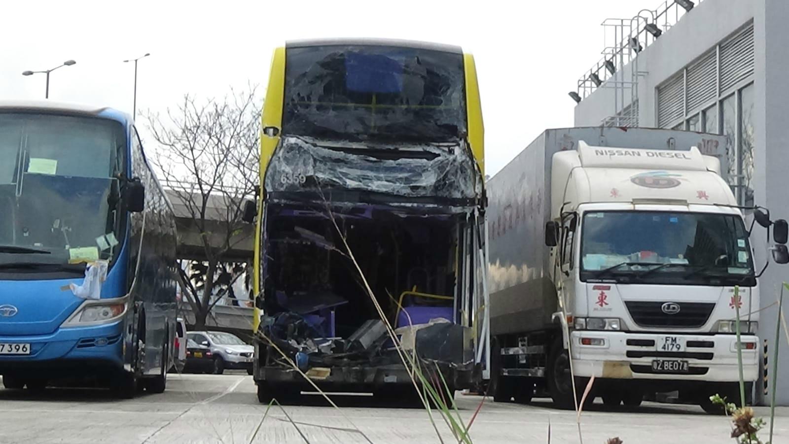 肇事的城巴於九龍灣汽車拘留中心。
