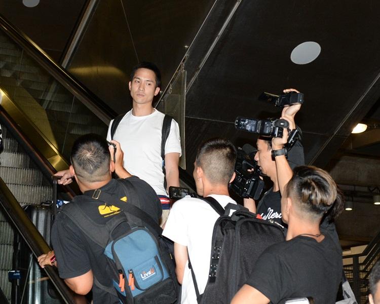 前年爆出戀情後,二人外遊返港,石恆聰被記者追訪。