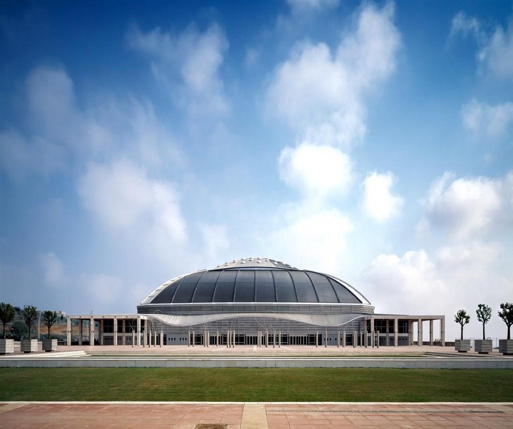 1992年為西班牙巴塞隆納夏季奧運所興建的聖約迪室內體育館。網上圖片