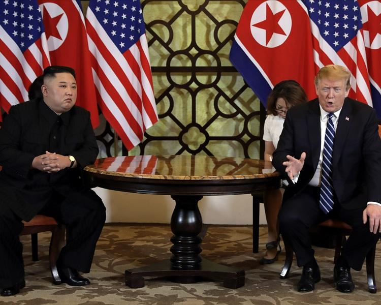 特朗普(右)、金正恩(左)。AP