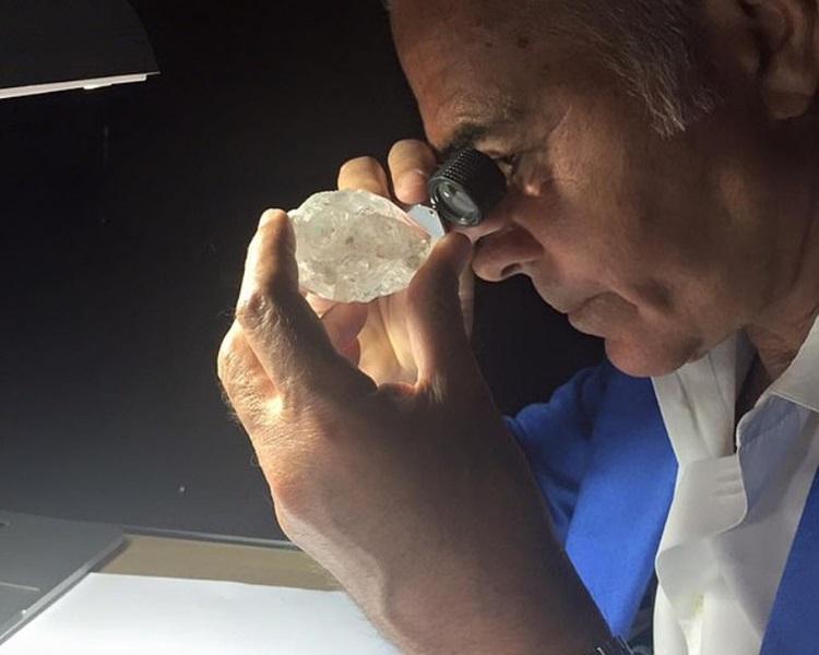 他凭钻石业致富。网图