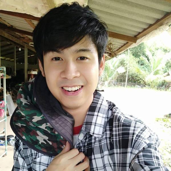 28岁的Premyosapon Khongsai家人也是从事榴槤生意,却被榴槤大王指外表太帅会不忠。facebook