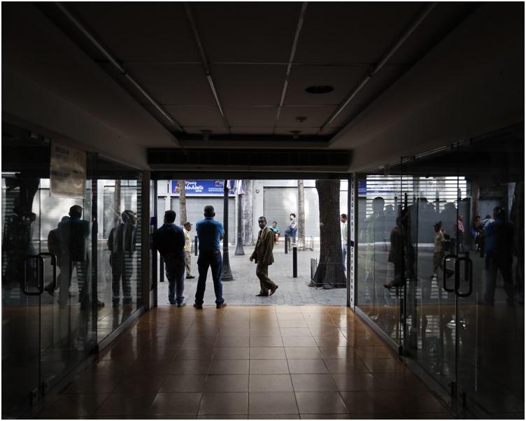 商场亦要暂停营业。