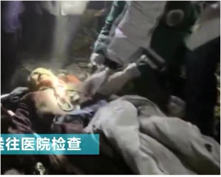 婆婆被救出送院。网图