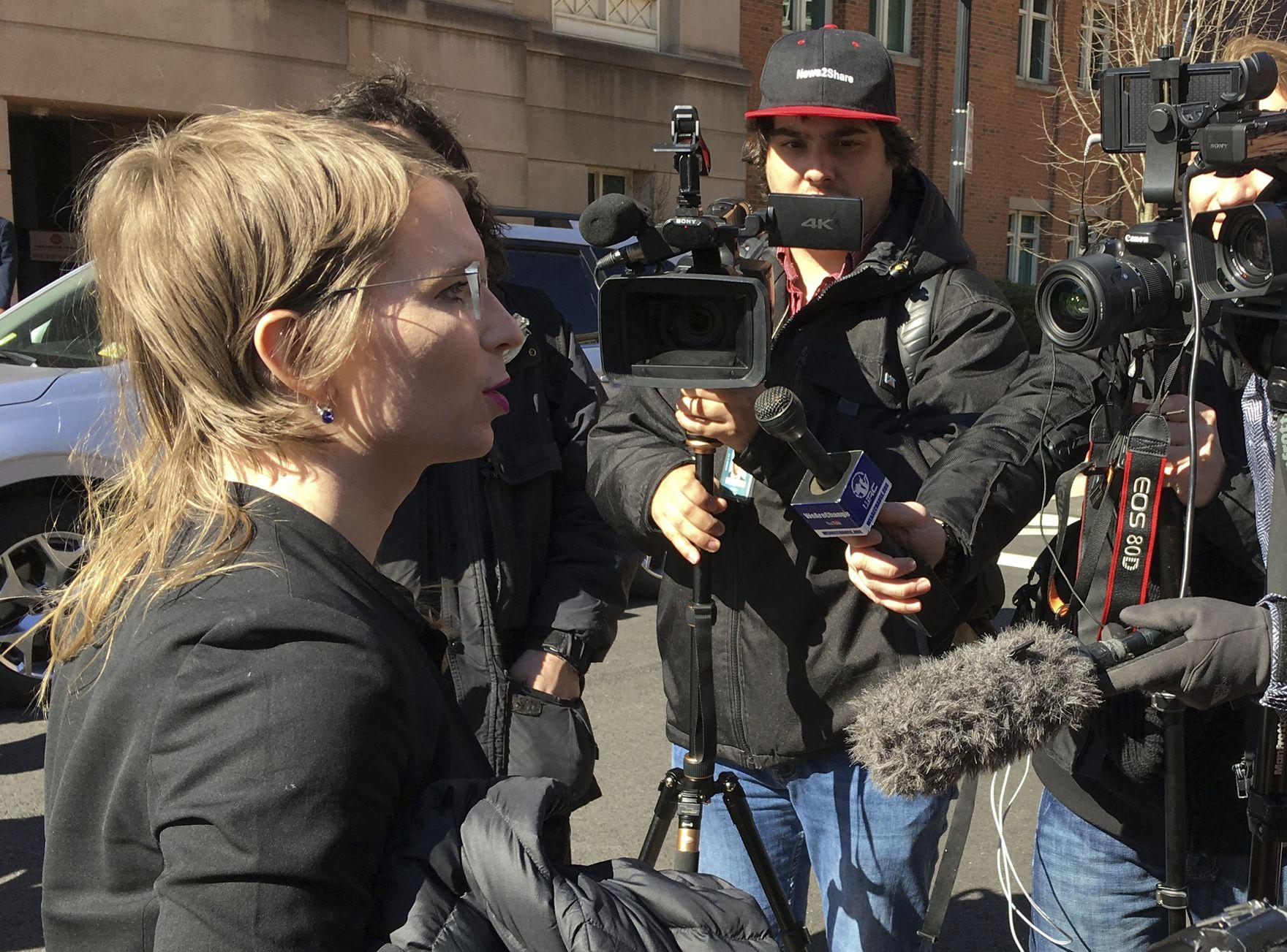 曼寧因為拒絕向大陪審團作供,法官昨日下令再度把她收監。AP