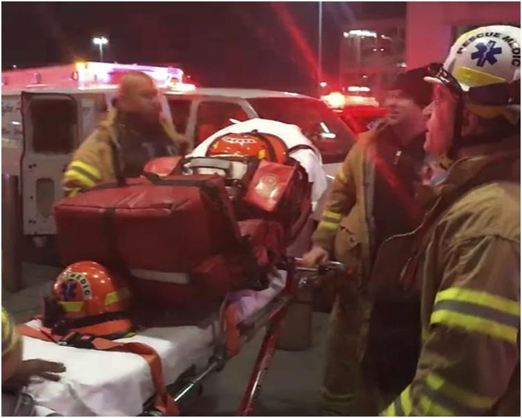 救援人员赶至机场。