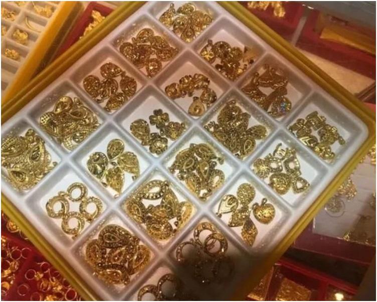 王女订的价值30万元黄饰包掉包。