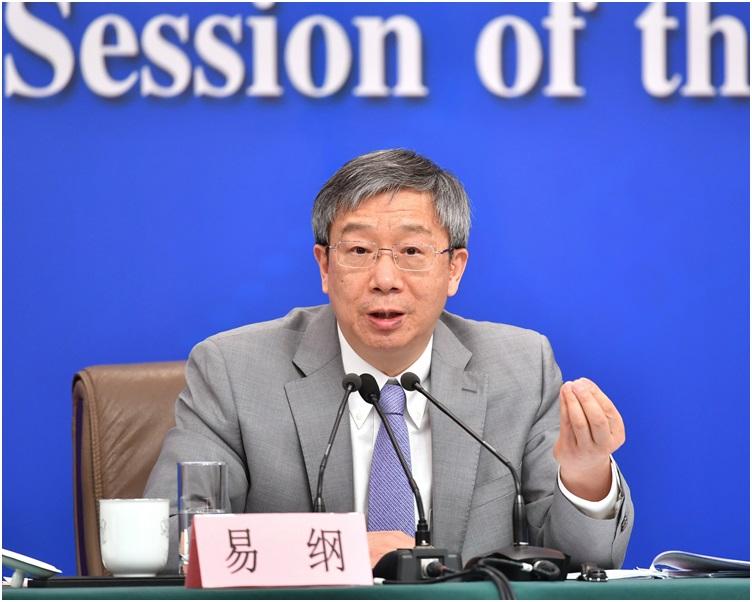 易纲就「金融改革与发展」回答记者提问。新华社