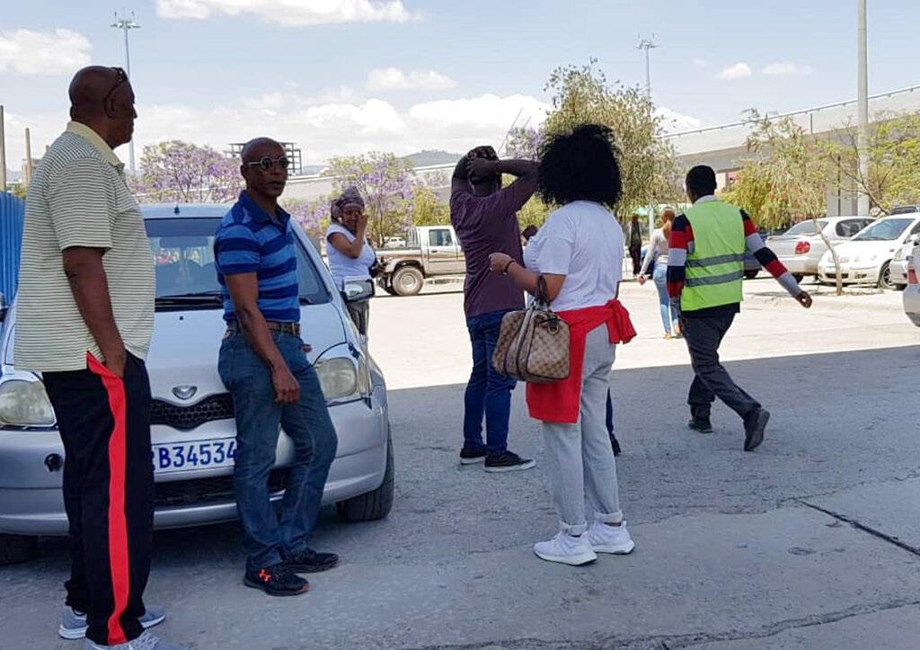 死者家属在埃塞俄比亚机场焦急等候消息。图片