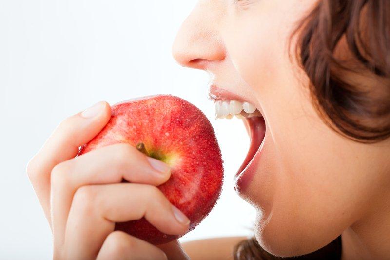 早餐前吃蘋果可吸收磷質,適合用腦工作者、血壓有問題者。網圖