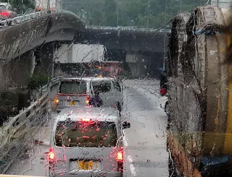 一辆客货车失事。香港突发事故报料区Man Kwong图片