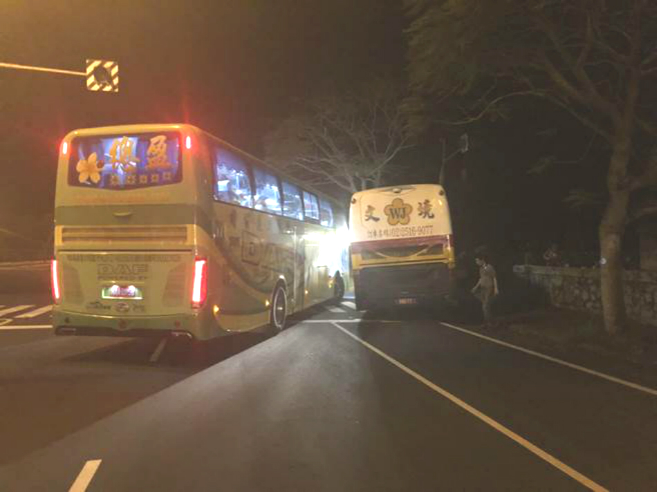 台灣花蓮旅遊車相撞 。網上圖片