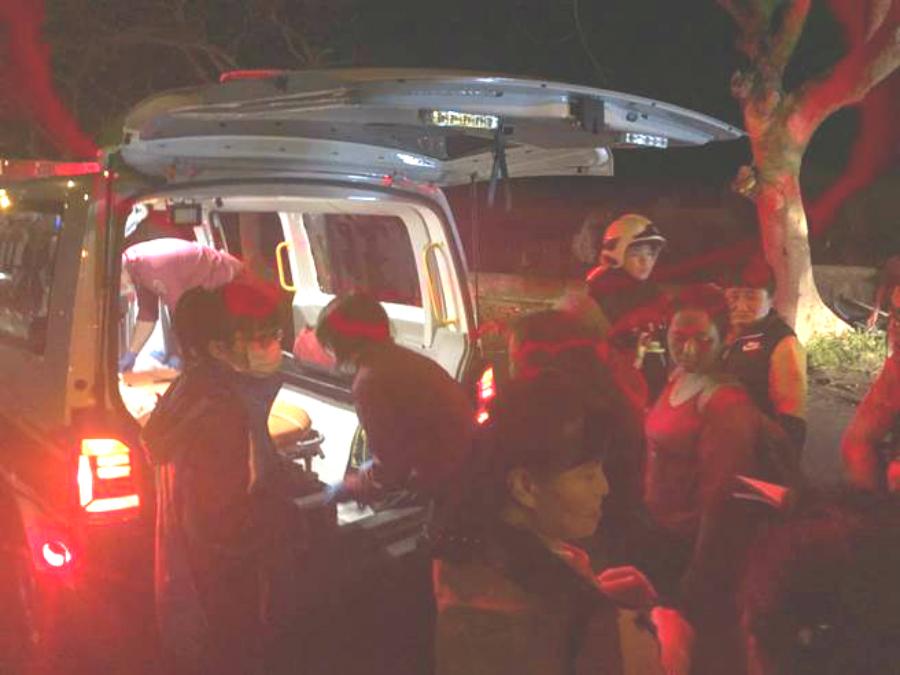 10名大陸客送院救治。網上圖片