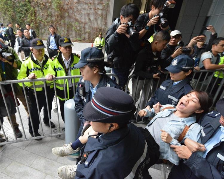 香港眾志今早到政總示威。