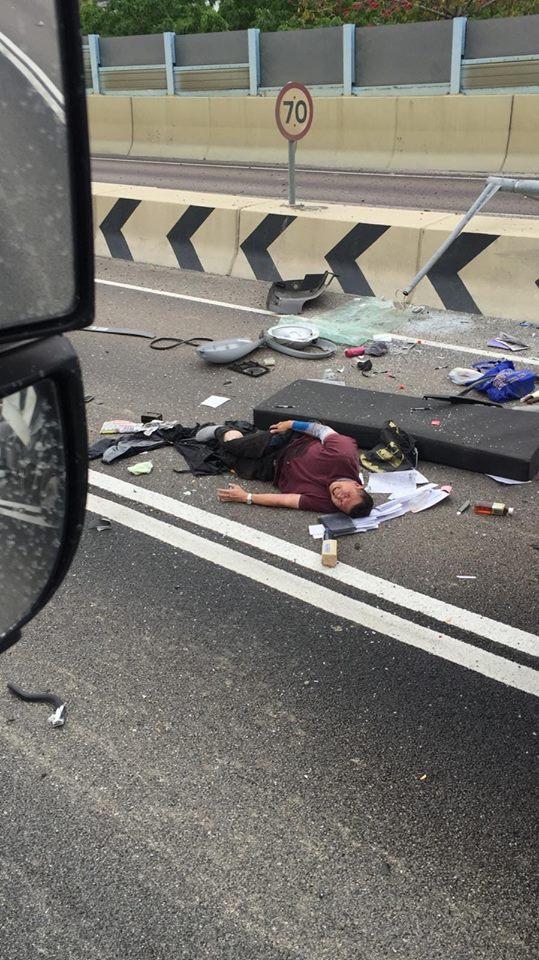 司機拋出車外重傷。fb馬路的事討論區Roy Ngai圖片
