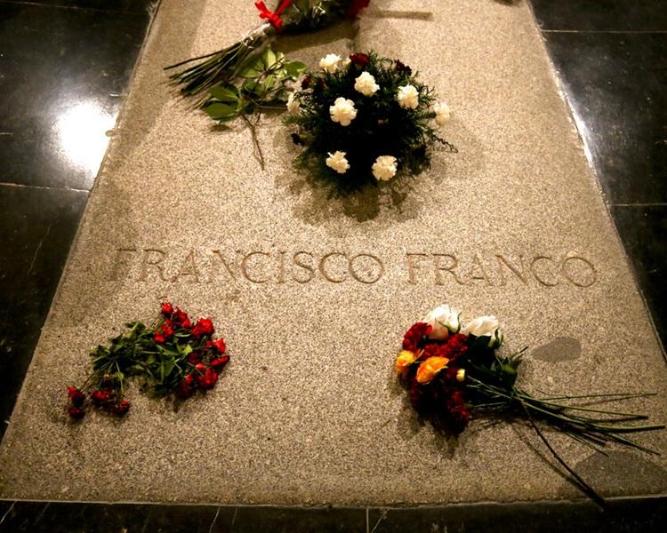 佛朗哥(Francisco Franco)的墓碑。