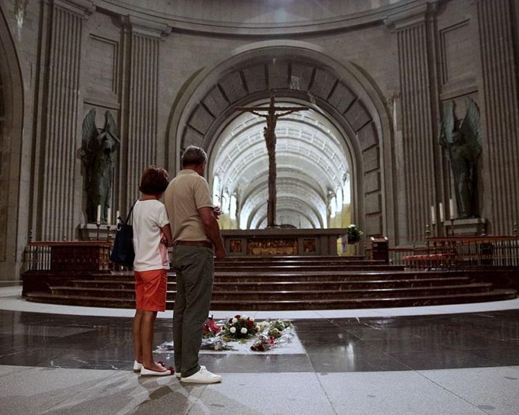 佛朗哥现正葬在属于天主教堂的墓园。