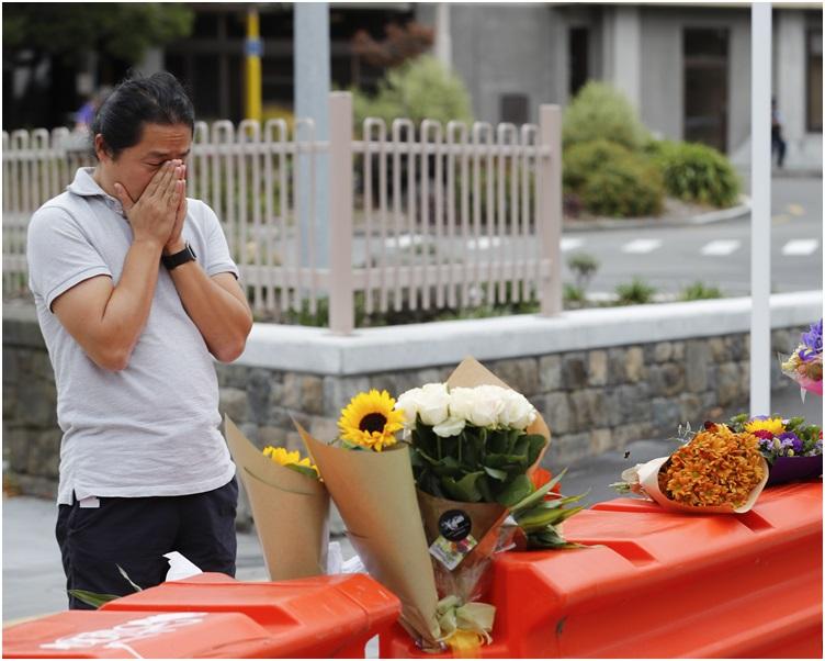 有市民伤心哀悼。