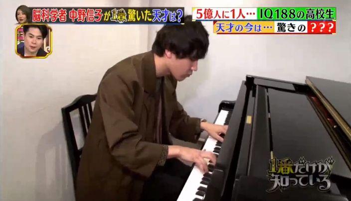 太田在音樂及藝術上也賦有天分,無師自通學會鋼琴。電視截圖
