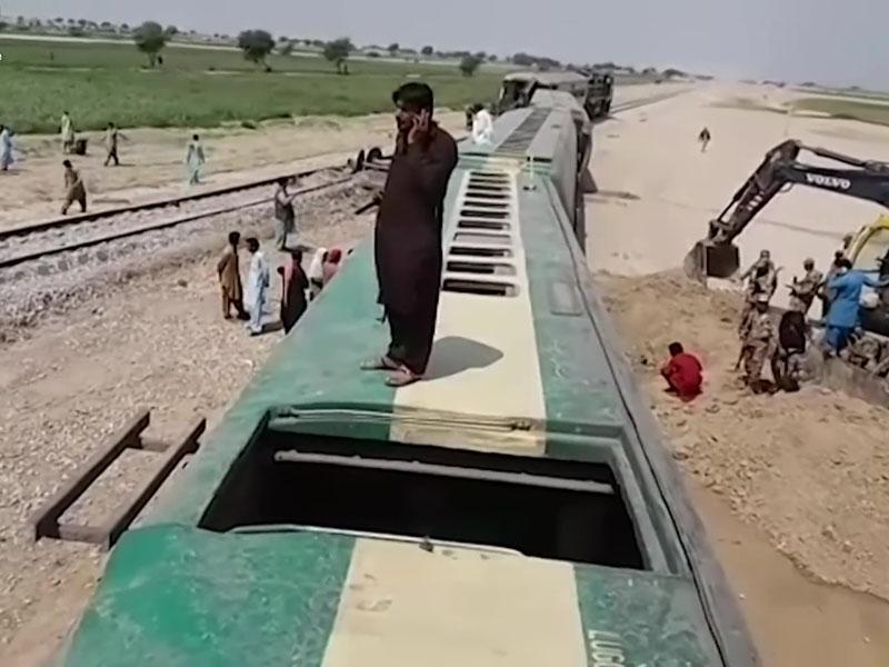 巴基斯坦一列客運火車周日傍晚遭遇遙控爆炸襲擊,造成4人死亡、10人受傷。AP