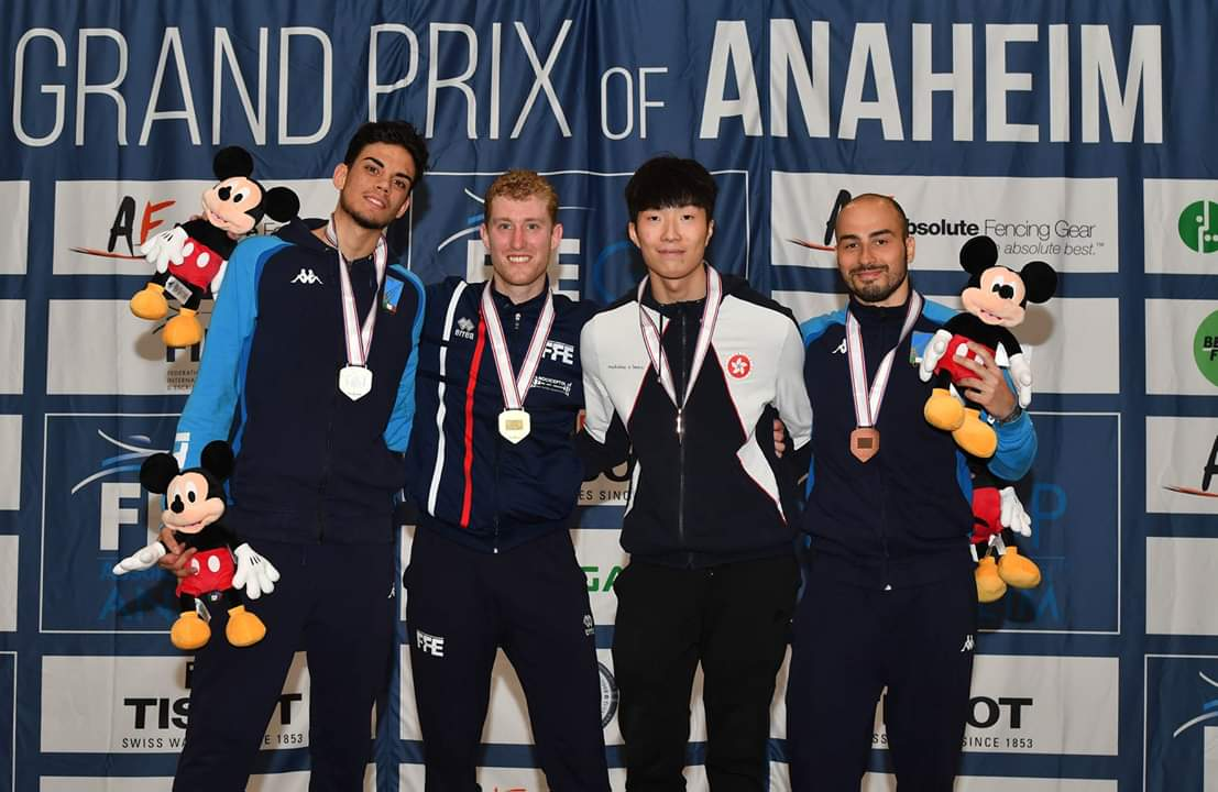 張家朗(右二)繼上月都靈大獎賽摘銀,昨再於美國大獎賽奪銅,世界排名升上第七。網上圖片