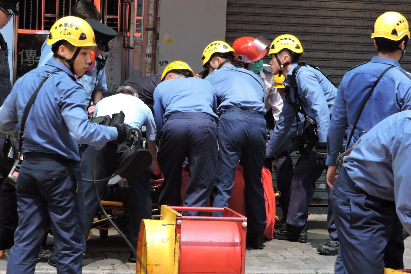 消防開氣墊戒備。