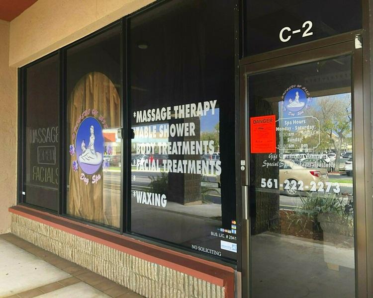 华裔女东主杨莅在佛罗里达州的连锁按摩店。