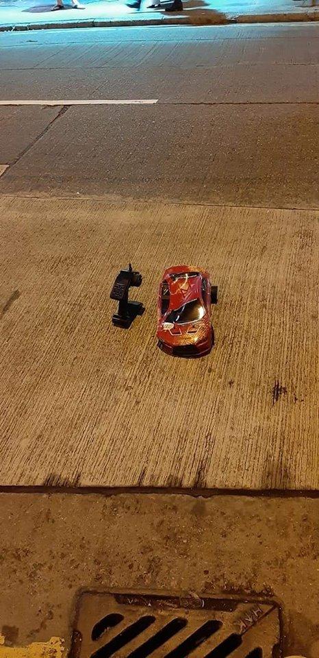 遥控车被碌过。