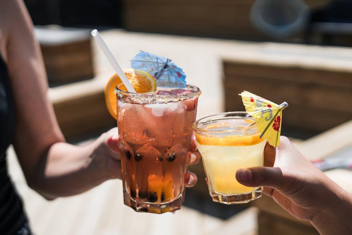 研究发现每天饮用加糖饮品,比不饮用此类饮品的人,早死机率提高。资料图片