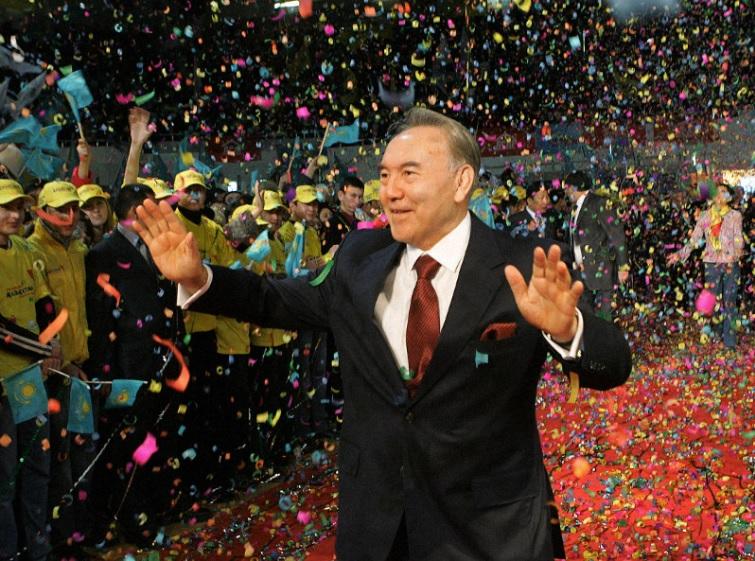 卸任的强人总统纳札尔巴耶夫。