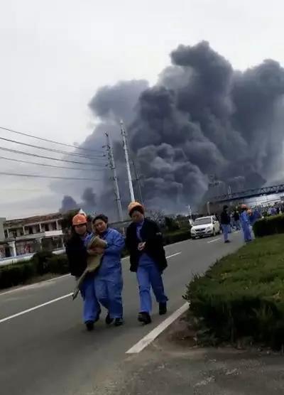遠處亦見大量濃煙。網圖