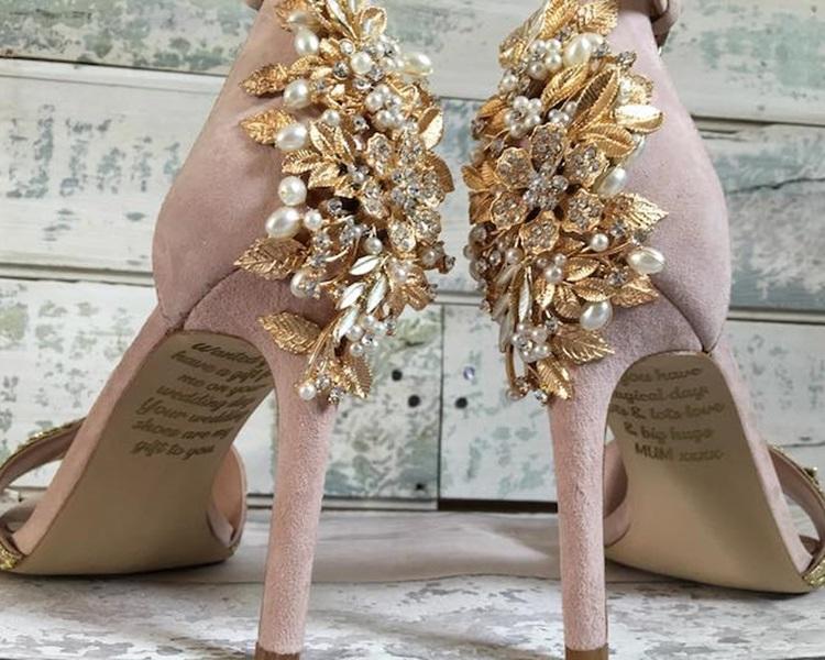 亡母秘密订製高跟鞋送给爱女。网图