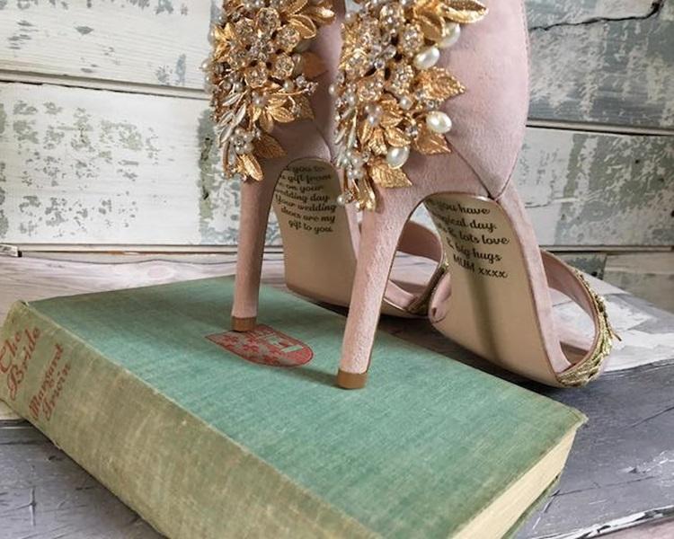 鞋底有母亲的遗言。网图