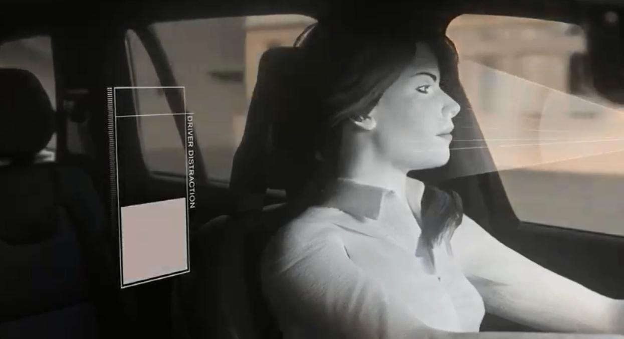 感应器测司机专注状态。影片截图