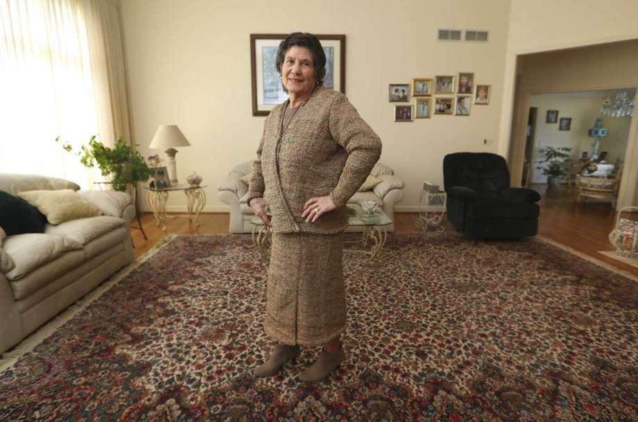 费里尼奥孩提时代时就喜欢编织,去年看到有人拿着一个用再生胶袋编织成的包包,觉得自己也能如法炮製。 图片