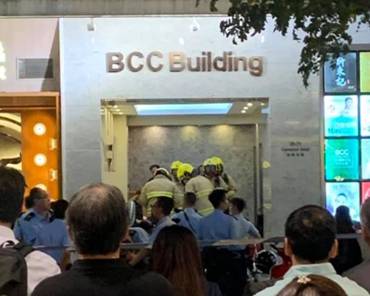 消防赶到涉事大厦。香港突发事故报料区。Seki Kwan