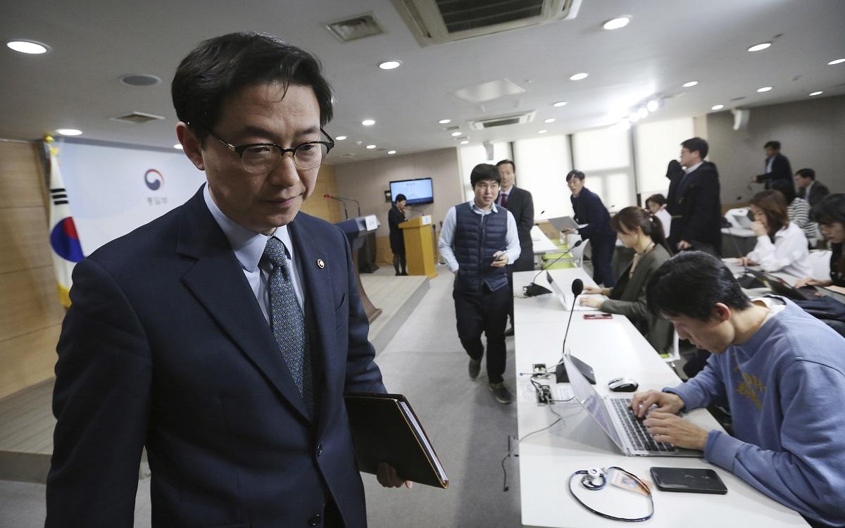 南韩统一部副部长千海成出席记者会。资料图片