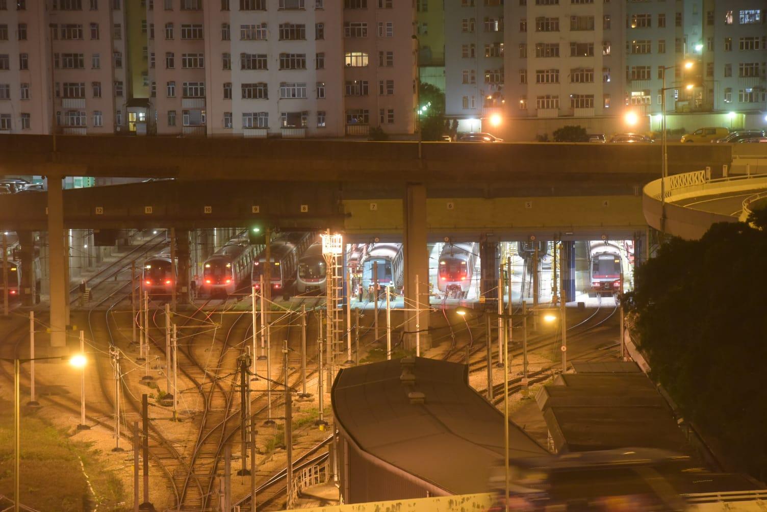 损毁列车已拖回九龙湾车厂。