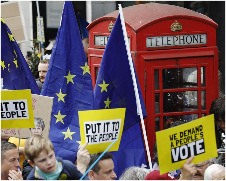 超過一百萬人參與示威爭取再次進行公投。AP