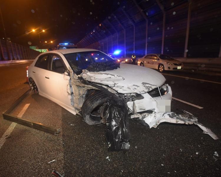 私家车损毁严重。