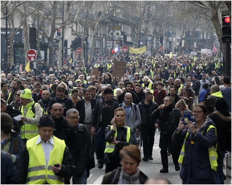 内政部长卡斯塔内估计全国有4万500人示威。