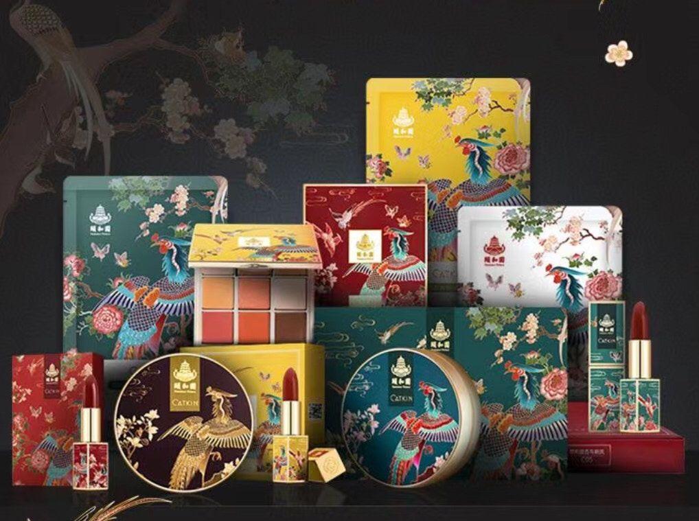 頤和園近日亦與某國貨品牌聯名推出系列彩妝。網圖